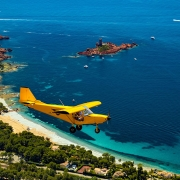 le littoral avion jaune