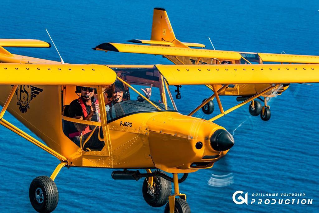 Vol en escadrille, les avions jaune de Fréjus